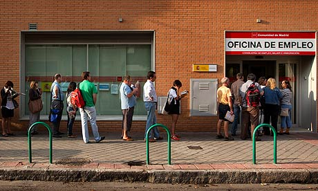 Unemployed-people-queue-o-006
