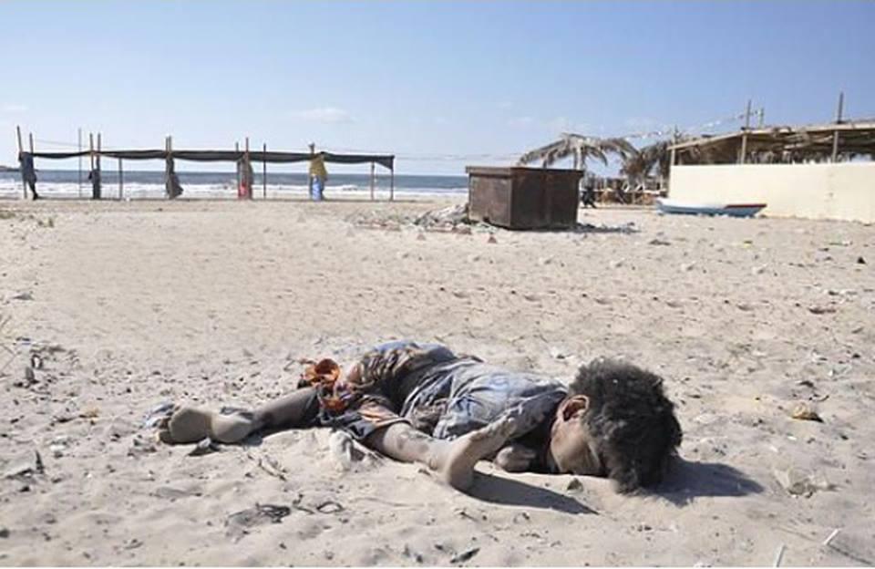 gaza-dead-child-on-beach